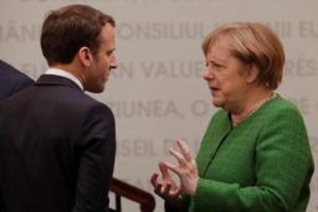 """Angela Merkel et Emmanuel Macron croisent le fer sur les """"spitzenkandidaten"""""""