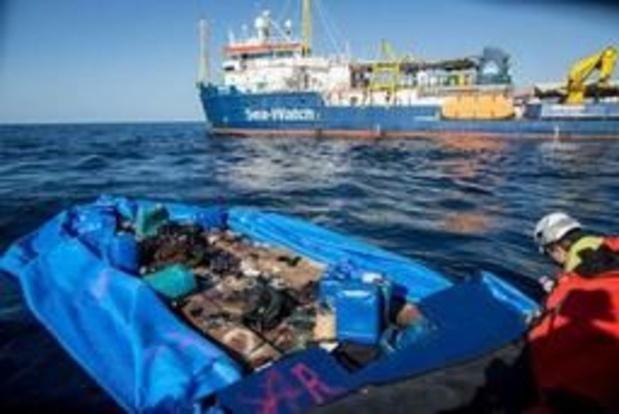 Des migrants débarqués à Lampedusa, Salvini furieux