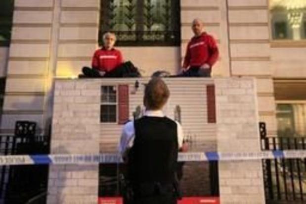 Des militants de Greenpeace bloquent le siège de BP à Londres