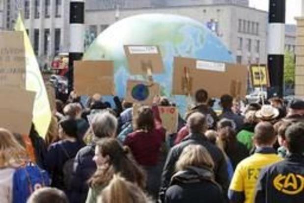 """Jeudis pour le climat: de nombreux jeunes """"déçus"""", les grands-parents veulent relancer la mobilisation"""