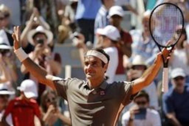 Federer en quarts de finale sans perdre un set