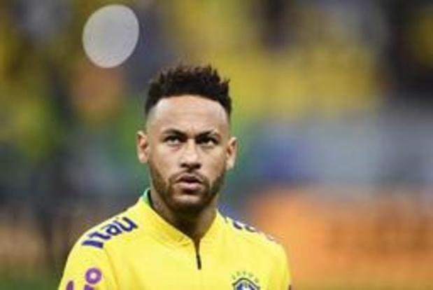 Enkelblessure houdt Neymar vier weken aan de kant