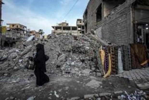 Environ 200 corps retrouvés dans une fosse commune à Raqa