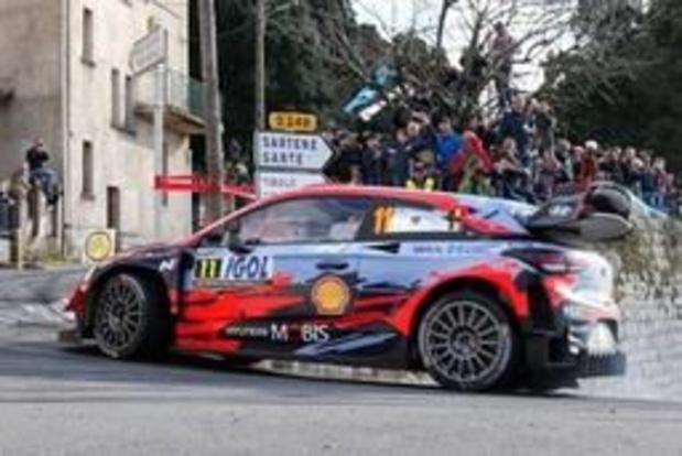 Thierry Neuville bien accroché à sa troisième place en Corse, Tänak passe en tête