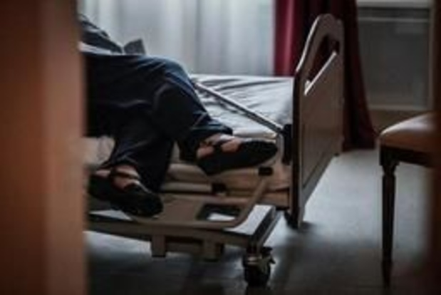 Ruim vier op de tien bewoners in woon-zorgcentrum worden 's nachts vastgebonden