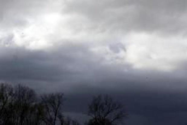 Weerbericht: zwaarbewolkt met nevel en buien