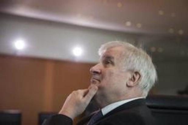 Duitse Binnenlandminister Seehofer kondigt politiek afscheid aan