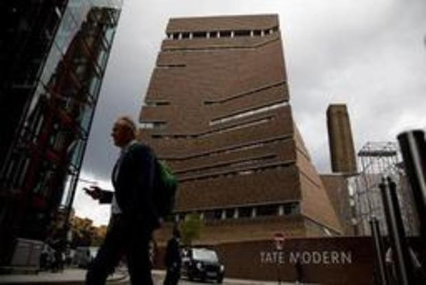 Garçon poussé du 10e étage de la Tate Modern: le suspect inculpé de tentative de meurtre