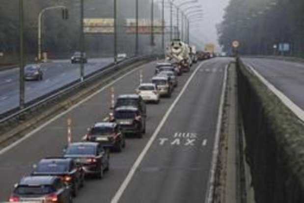 Autotaks van 2 of 5 cent per kilometer op tafel