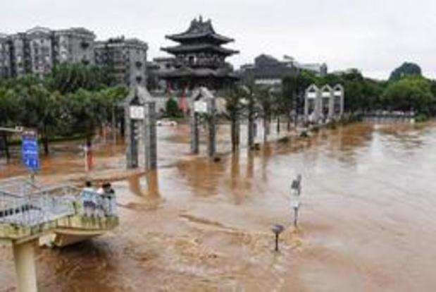 Minstens negentien doden bij overstromingen in zuiden van China