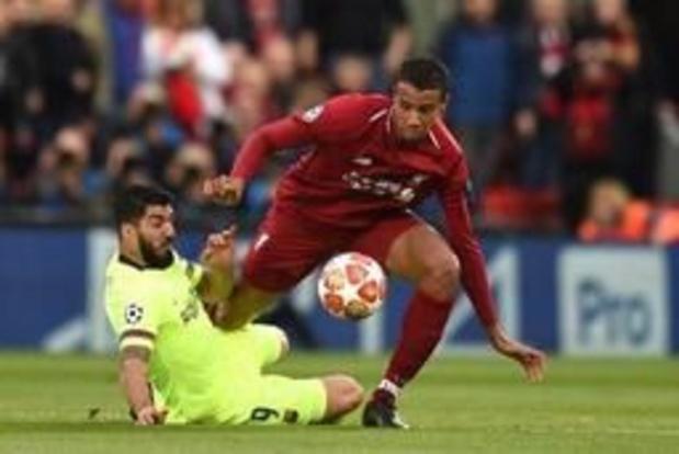 Luis Suárez ondergaat kijkoperatie aan knie