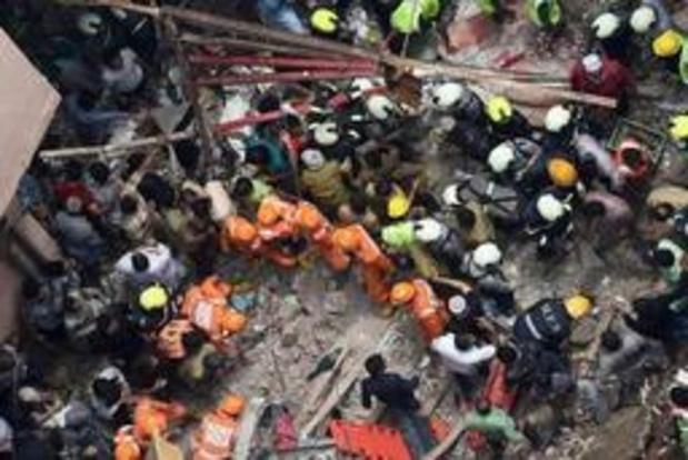 Le bilan de l'effondrement d'un immeuble à Bombay grimpe à 13 morts