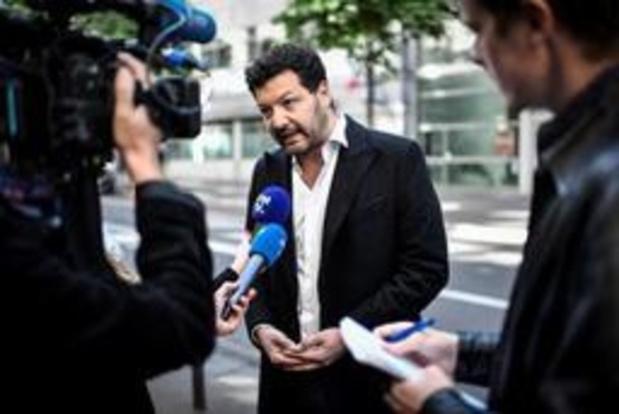 """Interpellation d'un journaliste en France: une """"atteinte à la liberté de la presse"""""""
