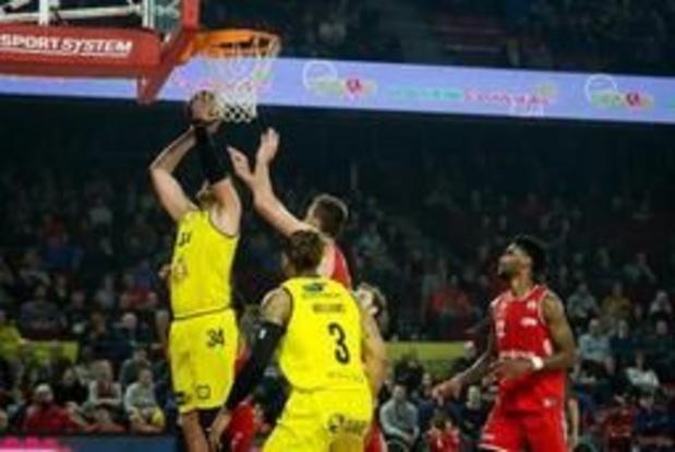 Ostende bat de nouveau le Brussels et rejoint Anvers en tête du classement