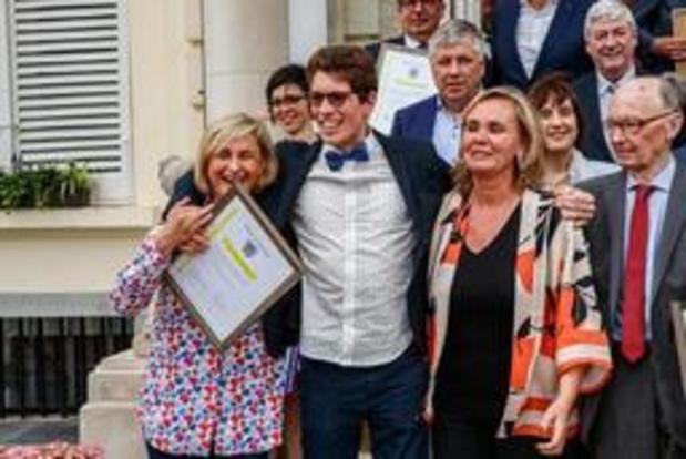 Vlaamse regering reikt 16 eretekens uit aan verdienstelijke Vlamingen
