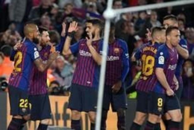 La Liga - Messi schiet Barcelona naar 25e titel