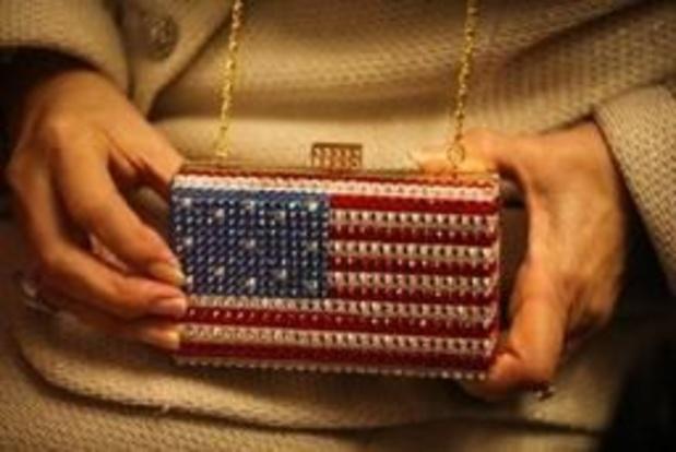 EU bekijkt invoerheffing op handtassen en helikopters in handelsruzie met VS