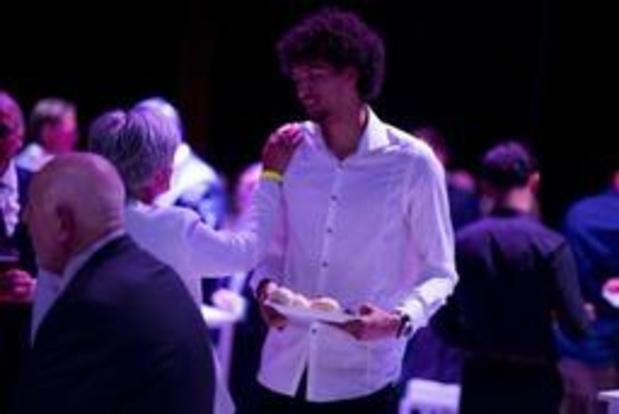 EuroMillions Basket League - Ismael Bako en Laure Resimont verkozen tot Belgische Speler en Speelster van het Jaar