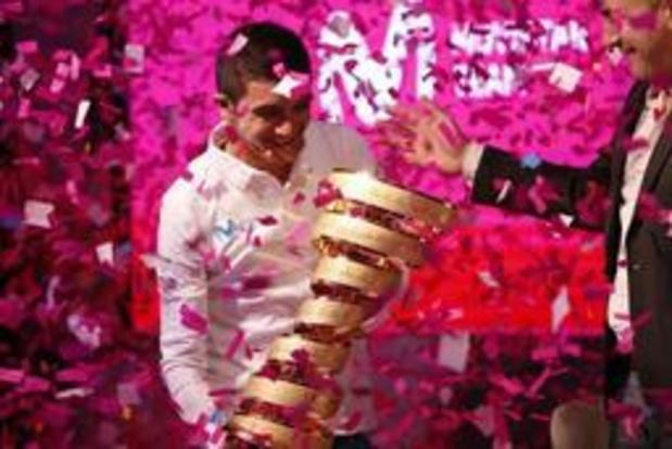 Giro-winnaar Carapaz moet geblesseerd forfait geven voor Vuelta