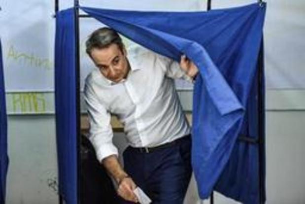 Elections en Grèce: Juncker félicite Mitsotakis et le met en garde