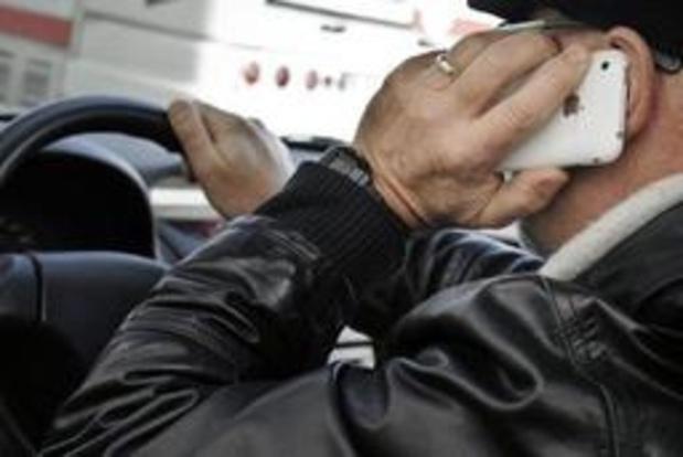 Steeds meer Belgen bereid om gsm in auto minder te gebruiken