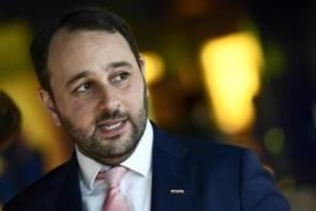 """""""Vlaams Belang moet leden met nazi-sympathieën uit de partij zetten"""""""
