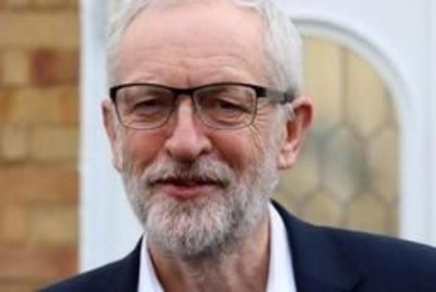 Onderzoek geopend in Verenigd Koninkrijk nadat soldaten schieten op portret van Corbyn