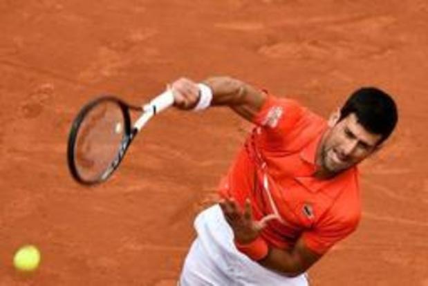 Novak Djokovic haalt op een drafje de kwartfinales