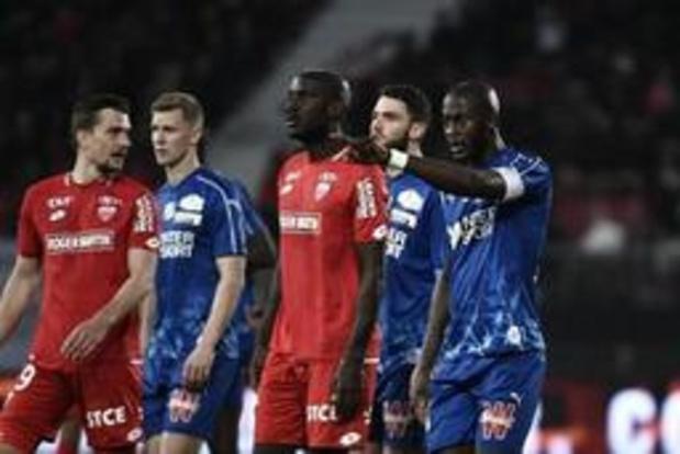 """France: une """"fiche de signalement"""" contre le racisme et l'homophobie dans les stades"""