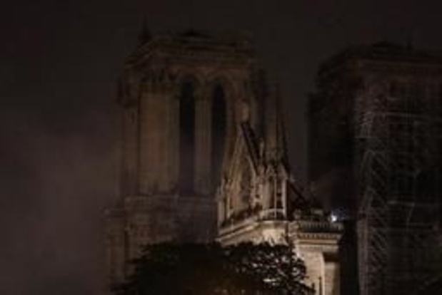 Brand Notre-Dame - Brand in kathedraal onder controle, deels gedoofd