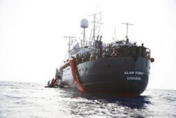 EU-landen vangen 65 migranten voor Maltese kust op