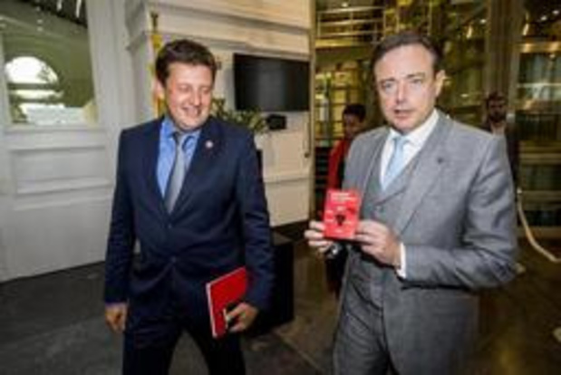 Vlaamse formatie - Partijbureaus CD&V en Open Vld verzamelen maandag, sp.a niet
