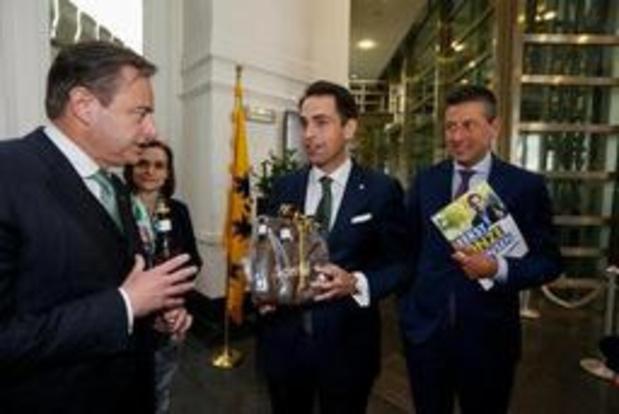 """Le Vlaams Belang voit une """"coalition de perdants"""" en Flandre après la note de De Wever"""