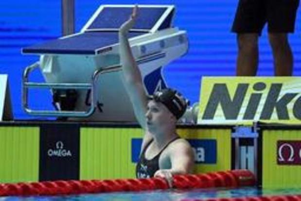 Amerikaanse vrouwen snellen naar wereldrecord op 4x100m wisselslag, Britse zege bij mannen