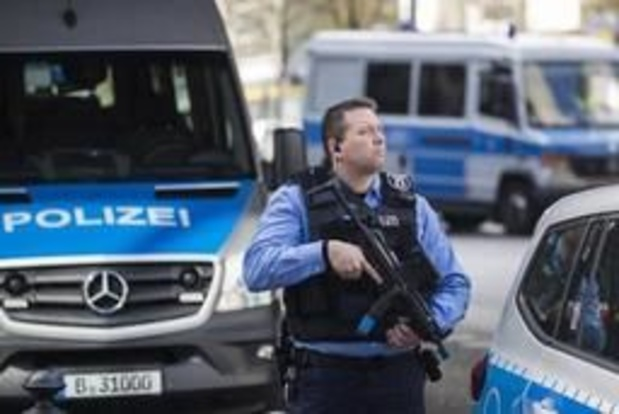 """Duitse politie pakt tien vermoedelijke islamisten op die """"ernstige misdaad"""" planden"""
