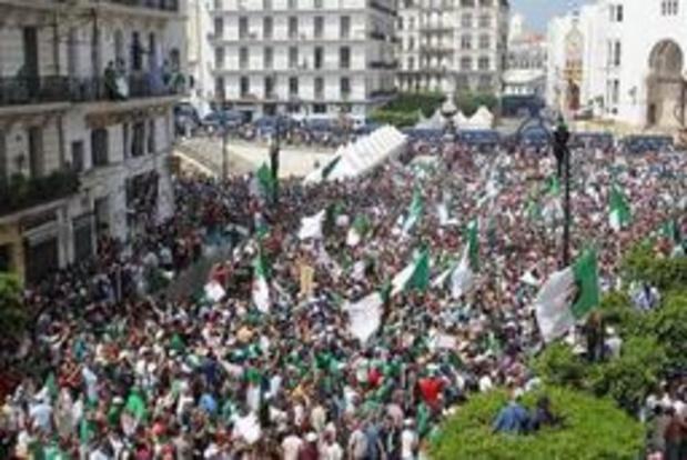 Algerijnen blijven massaal betogen tegen regering