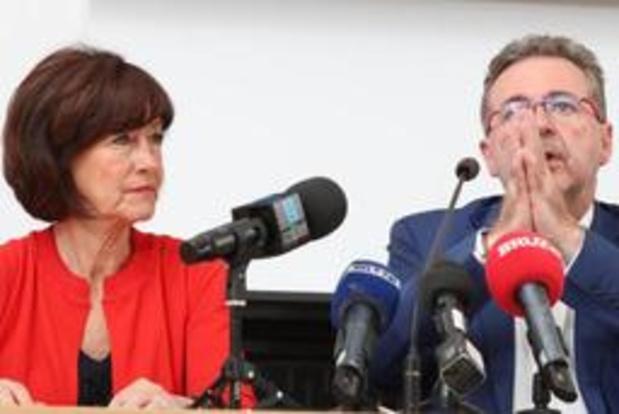 Onkelinx et Vervoort proposent à Ecolo et DéFI d'entrer en négociations