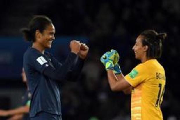 WK vrouwenvoetbal - Gastland Frankrijk opent met vlotte winst tegen Zuid-Korea