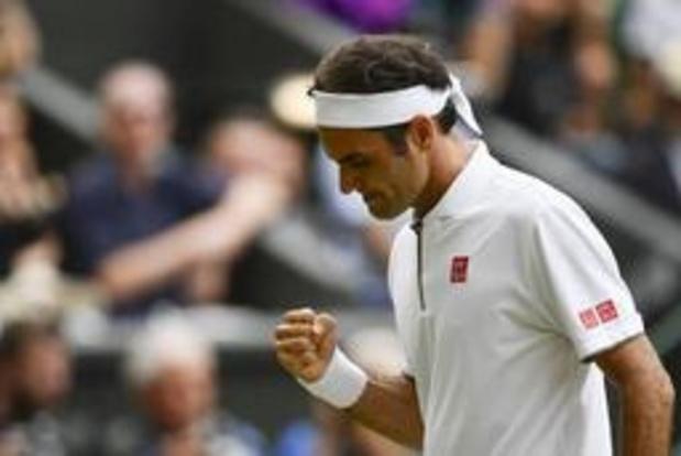 Federer staat niet zonder moeite in dertiende halve finale op Wimbledon