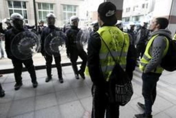 """Brusselse politie vraagt om beelden in te sturen van agressies """"gele hesjes"""""""