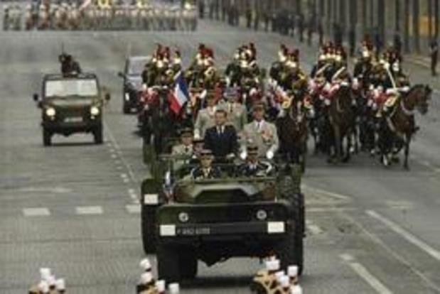 """Défilé du 14 juillet à Paris: des """"gilets jaunes"""" sifflent Macron à son passage"""