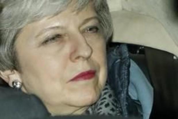 Theresa May wil geen brexit zonder akkoord en reikt de hand naar Labour