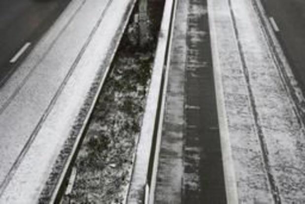 Pas aangelegd milieuvriendelijk asfalt op E17 in Waasmunster moet vervangen worden