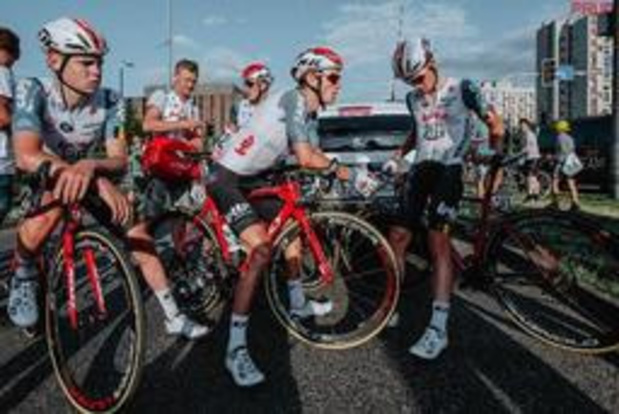 "Lotto Soudal start ""als eerbetoon aan Bjorg"" in geneutraliseerde vierde etappe"