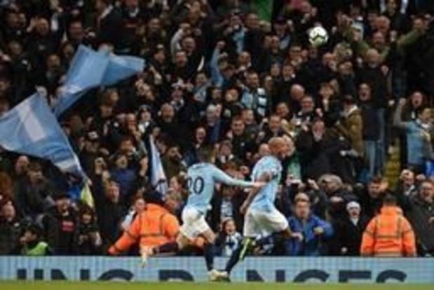 Les Belges à l'étranger - Vincent Kompany marque un goal incroyable et mène City vers le titre