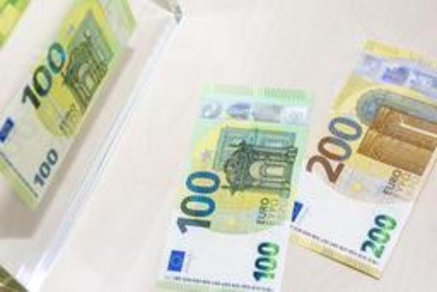Les nouveaux billets de 100 et 200 euros en circulation
