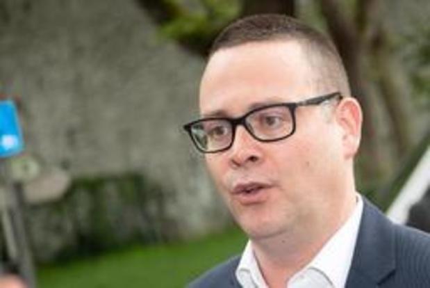 Fractieleider Hedebouw leidt nieuwe PVDA-verkozenen rond in de Kamer