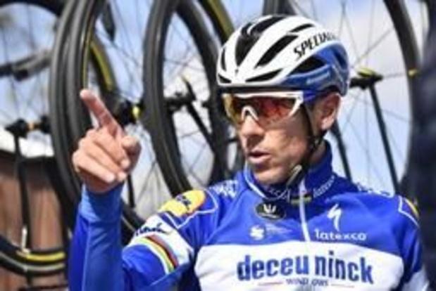 """Philippe Gilbert stelt fans gerust na opgave in Dwars door Vlaanderen: """"Focus op zondag"""""""