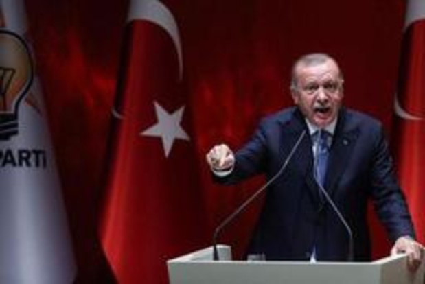 """Erdogan dreigt met """"vernietiging"""" van door VS gesteunde militanten in noorden van Syrië"""