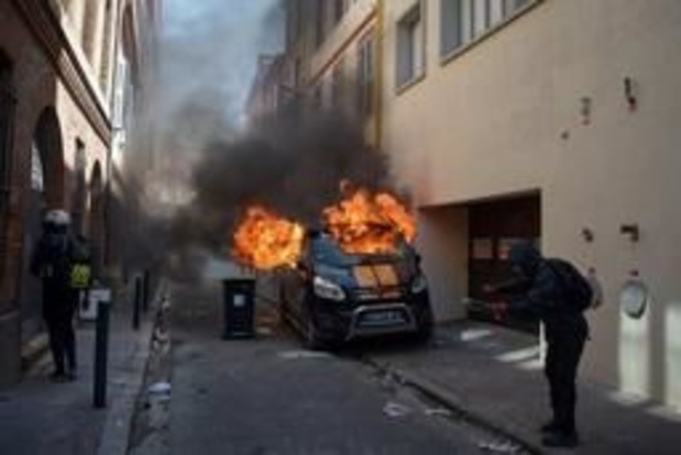 """Spanningen bij begin manifestatie """"gele hesjes"""" in Toulouse"""